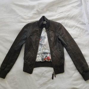 Mackage   🏍 Aritzia   XS Leather Bomber Jacket